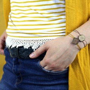 bracelet en bois gravé couleur au choix personnalisable