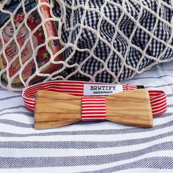 noeud papillon en bois d'olivier et tissu rayures rouge et blanc