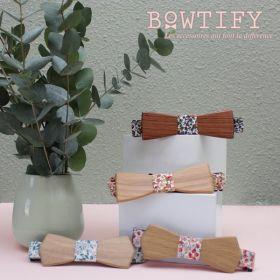 Noeud papillon en bois de merisier et coton imprimé fleurs saumon